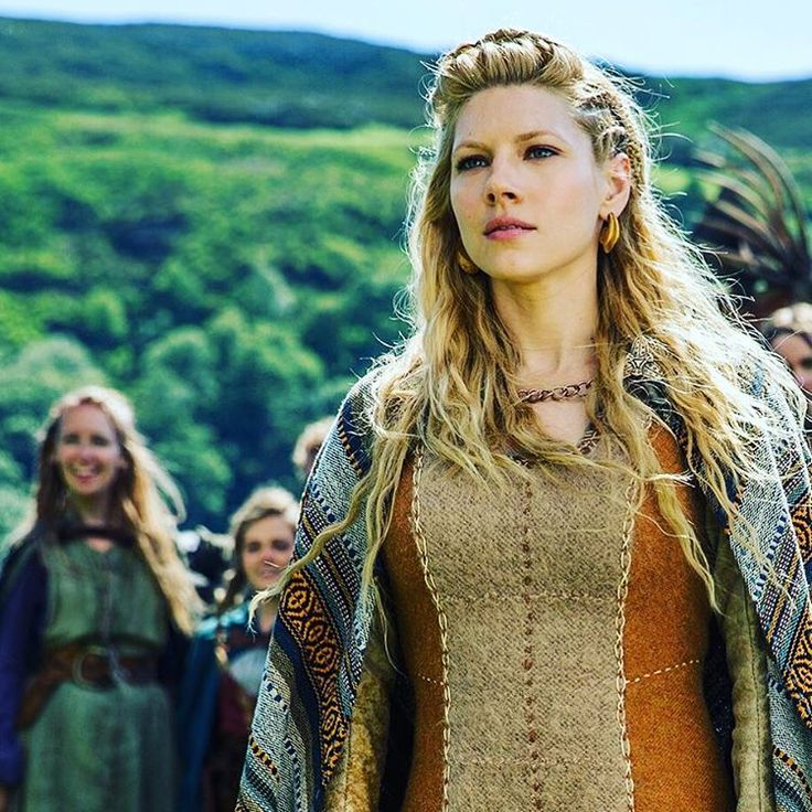 """""""She's beauty and she's grace, she'll punch you in the face. #Vikings #WCW"""""""