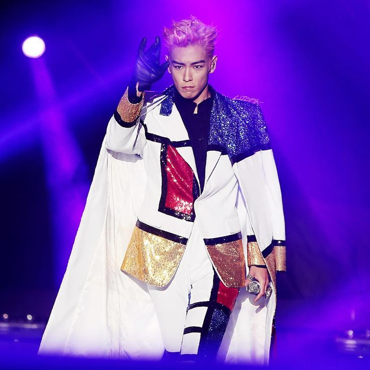 Power stance! TOP's presidential pose xD