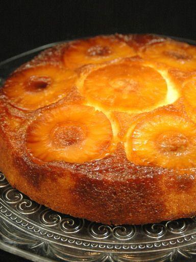 Gâteau à l'ananas facile : Recette de Gâteau à l'ananas facile - Marmiton (pour 8 personnes) : - 500 g d'ananas en tranches, en boîte - 4 oeufs - 250 g de sucre en poudre - 150 g de beurre - 250 g de farine - 3 cl de rhum - 1 citron - 1 sachet de levure Pour le caramel : - 125 g de sucre - 4 cuillères à soupe d'eau
