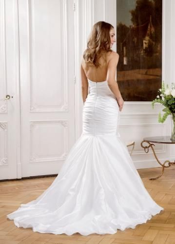 Igen Szalon Modeca wedding dress -Rose #igenszalon #Modeca #weddingdress #bridalgown #eskuvoiruha #menyasszonyiruha #eskuvo #menyasszony #Budapest