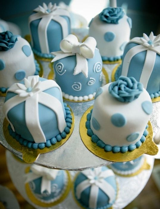 Resultado de imagen para blue mini cakes