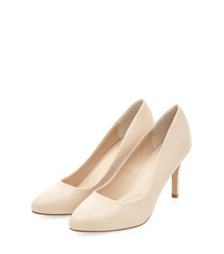 A neutral colour and mid-heel, make these Stone Comfort Leather Pointed Court Shoes ideal for every day.