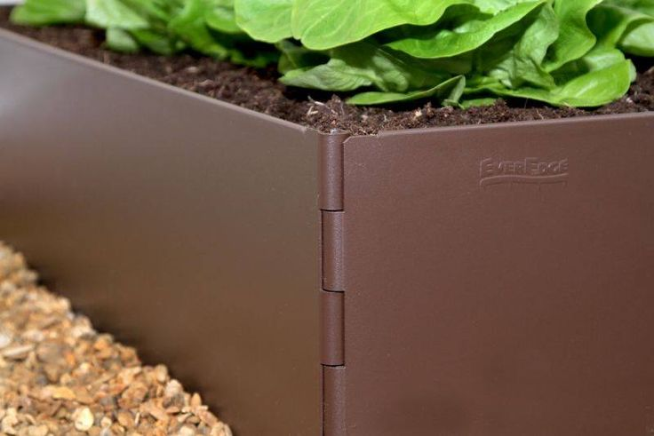 Raised beds are an excellent way to prevent soil compaction, to provide excellent drainage and to help keep pathway weeds from gaining a foothold in growing soil. EverEdge EasyBed raised bed kits are 200mm high and made from 2mm thick galvanised steel which is powder coated for long life.