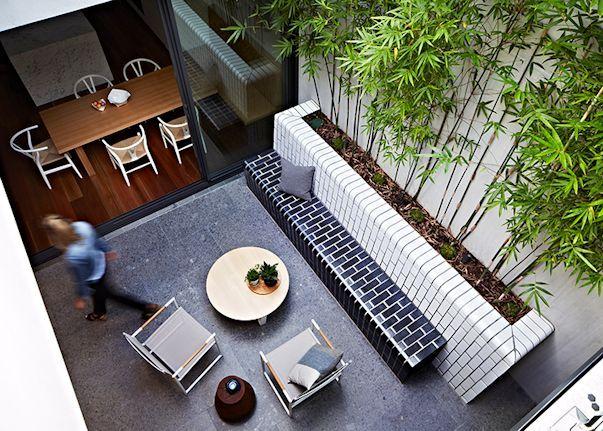 Patio interno pequeño y de diseño moderno 3
