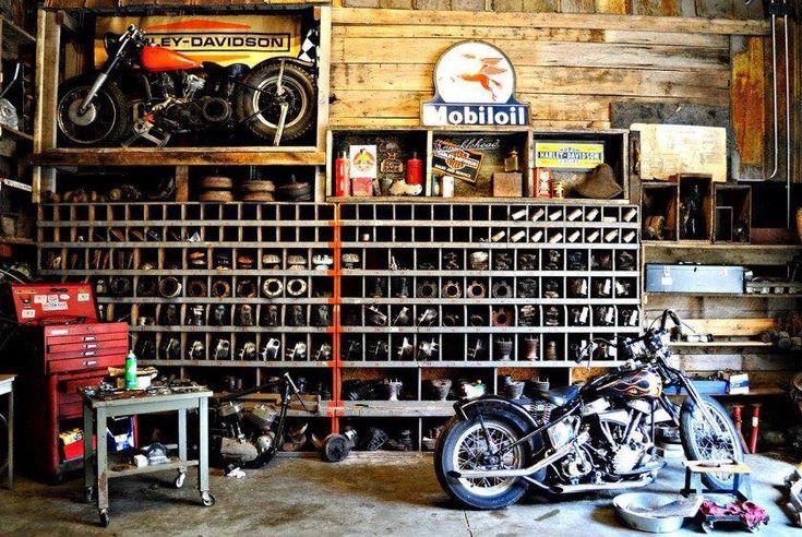 Quando il garage diventa il luogo dove trascorriamo la maggior parte della nostra vita e la moto è sempre la nostra compagna più prese...