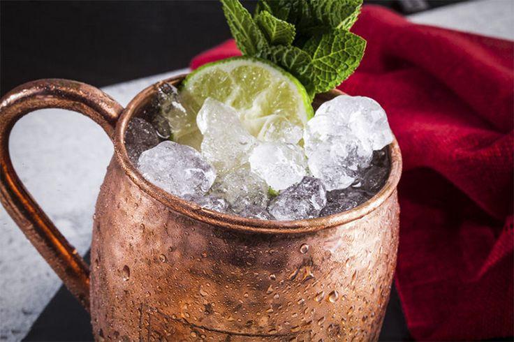 Все лучшие коктейли мира устроены просто. Джин и тоник, водка и томатный сок, текила и содовая. Загвоздка заключается лишь в том, чтобы ювелирно соблюсти баланс — в чем мы и предлагаем тренироваться длинными вечерами.