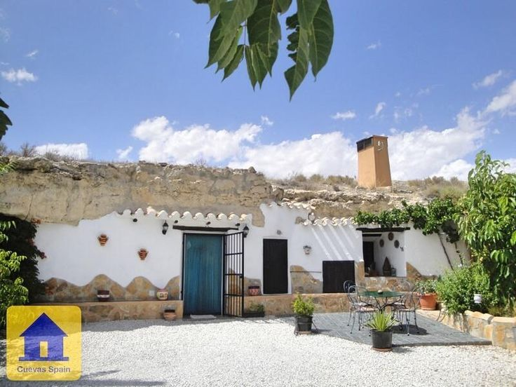 Large cave house with a large gated garden, very private with own driveway. € 110000