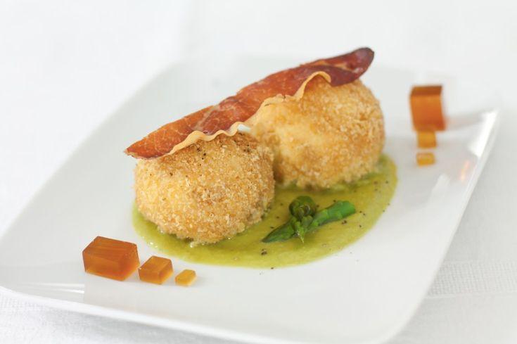 Canederli di ricotta con salsa agli asparagi, speck e gelatina di chinotto ricetta