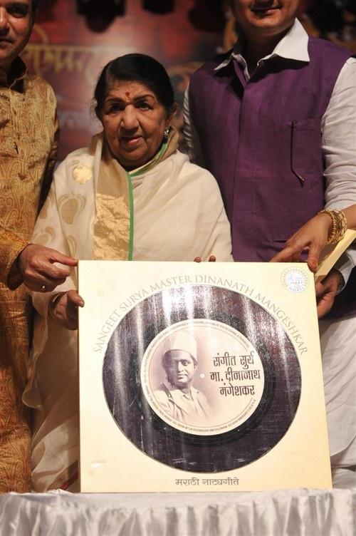 Master Dinanath Mangeshkar Award Ceremony 2013 - Lata Mangeshkar, Sonu Nigam, Suresh Wadkar