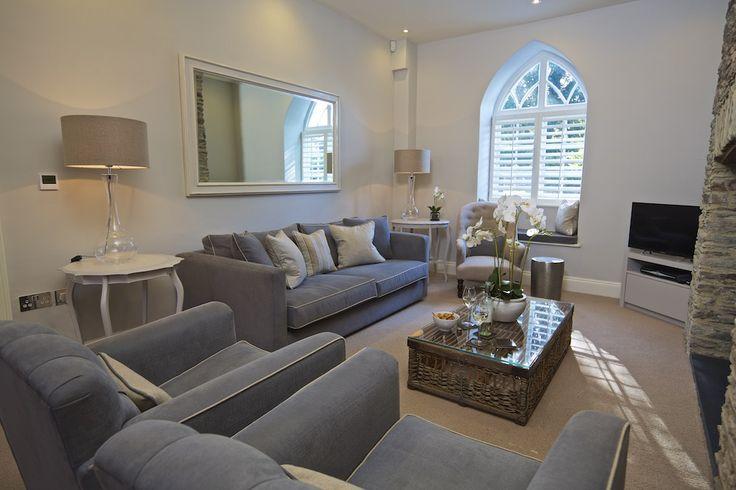 Hillfield Farmhouse - living room