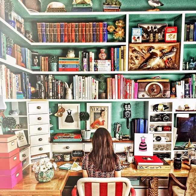 Working in Wonderland - Classy Girls Wear Pearls: I want this desk!