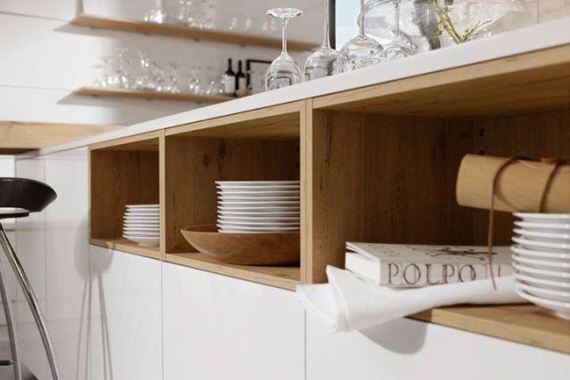 Nowoczesne kuchnie z otwartymi półkami. Wyspa kuchenna w kuchni z linii Artwood/Lux, Nolte Küchen