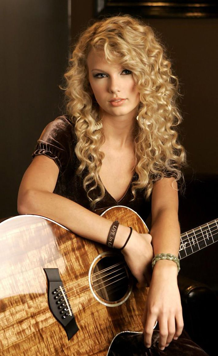 Taylor Swift, Curly Hair & A Guitar