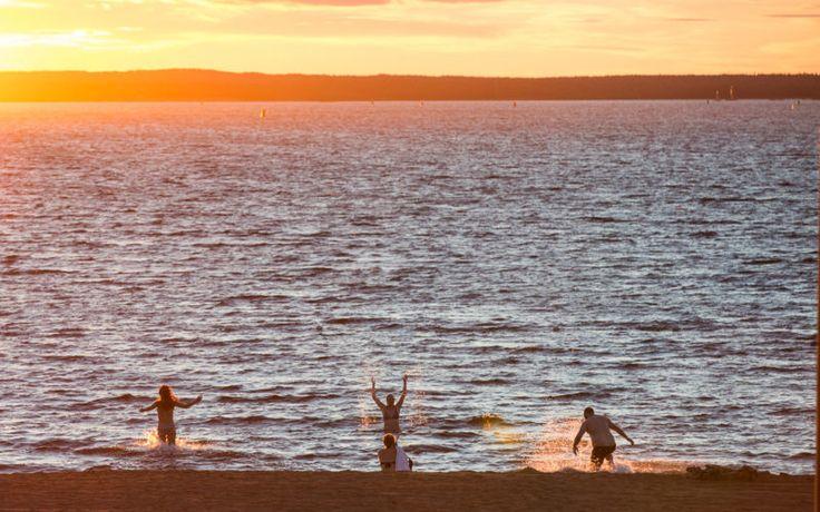 Zu Mitternacht im See schwimmen gehen? Kein Problem © Fredrik Broman