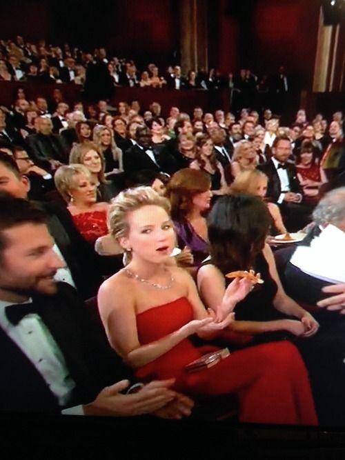 Jennifer Lawrence enjoys her pizza at the 2014 Oscars