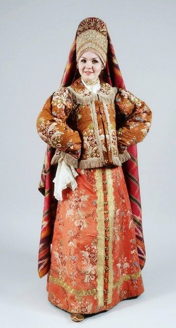 Russia, early 19th century. Festive attire of a woman from Kostroma Province. Authentic specimen from the State Russian Museum.
