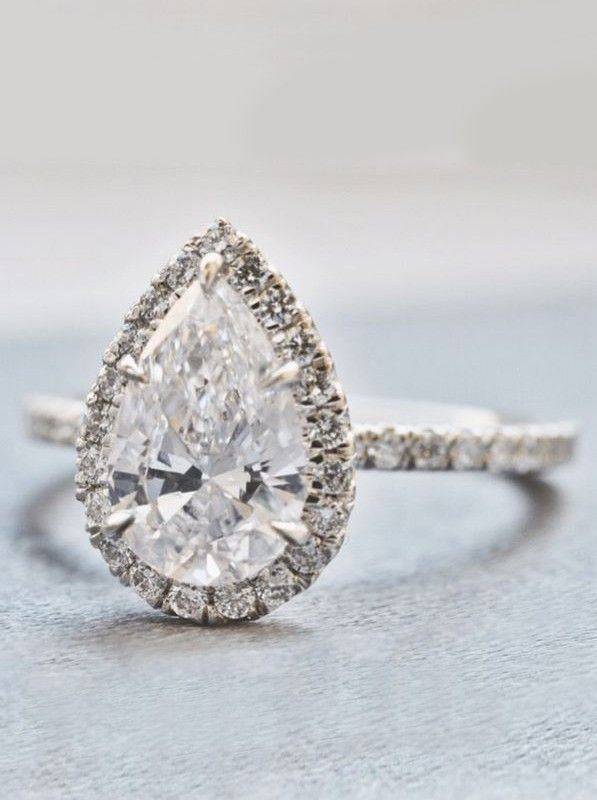 A stunning pear shaped halo! ❤️ Love pear shaped!