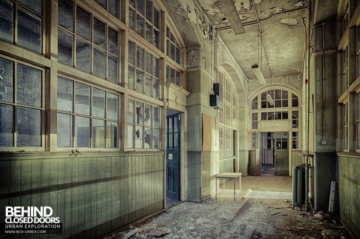Easington Colliery Primary School - Huge windows in corridor