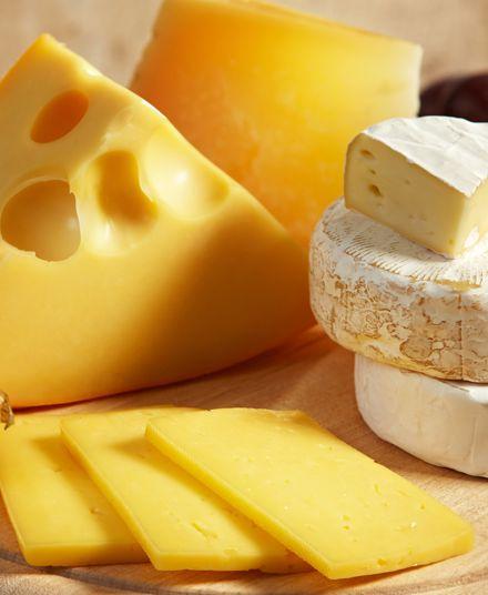 Tabla de Quesos  Solo quesos escogidos finamente presentados. Ideal para acompañar un rico trago.