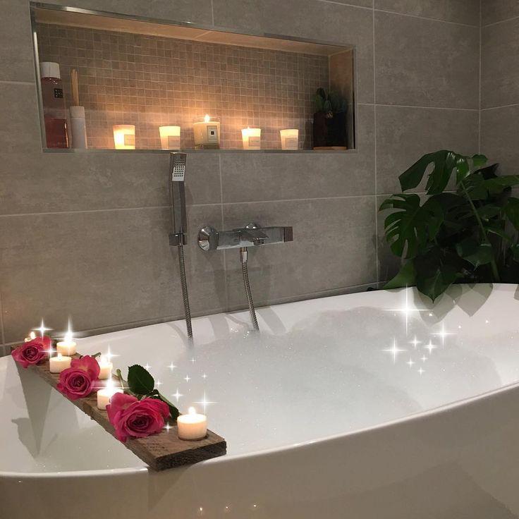 [ 🙋🏼 30K followers 🎉🙋🏼] Wow!! Hadde ikke trodd da jeg begynte med IG for fire mnd siden at jeg skulle ha 30K følgere 😱🙋🏼 så glad for alle spor dere legger igjen hos meg med fine kommentarer og likerklikk 😘 setter super stor pris på det 💕🙋🏼💕🌸 håper dere også har en fin kveld 🌸 ------------------ #bathroom#bathroominspiration#banho#bathroominspo…