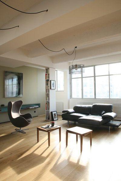 dans le salon baign de lumi re le poteau de sout nement fait aussi office de colonne de. Black Bedroom Furniture Sets. Home Design Ideas