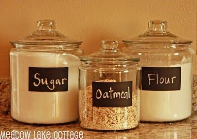 Love the use of chalkboard paint so that jars can be re-labelled and re-purposed.