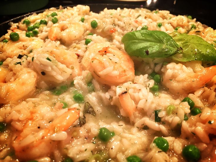 Risotto met garnalen en doperwten. Deze risotto met garnalen en doperwten, gebaseerd op een recept van Jamie Oliver is zóóóó heerlijk, om je vingers bij af te likken. En bij risotto's geldt eigenlijk, hoe vaker je het maakt, hoe beter die wordt. Het is een bepaalde techniek die je steeds weer een beetje verbeterd. Succes!