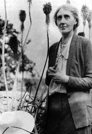 Virginia Woolf in Rodmell in 1931. #virginiawoolf