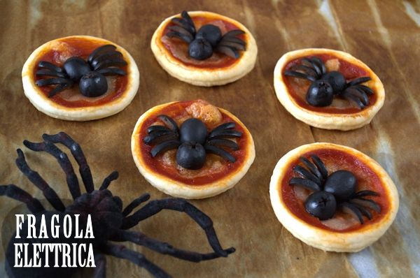 PIZZETTE CON RAGNETTO fragolaelettrica.com Le ricette di Ennio Zaccariello #Ricetta #Halloween