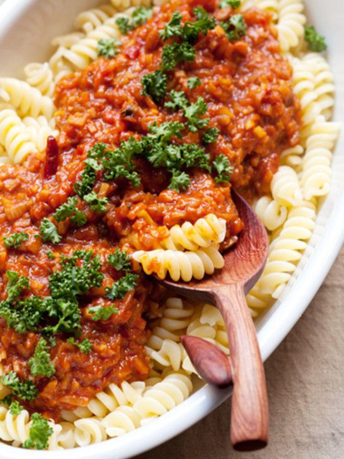 【ELLE a table】ごぼうとトマトソースのフジッリレシピ|エル・オンライン