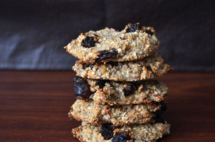 Cookies de 3 ingredientesPara empezar bien el día, prepara estas cookies fáciles y nutritivas, para eso vas a necesitar:   Avena 1 taza  Bananas 2  Pasas de uvas 1/2  Para realizarlas hace un puré con las bananas, agrégale la avena, mezcla hasta formar una masa y por ultimo agrega las pasas de uvas. En una placa con papel manteca, coloca pequeñas porciones de masa, aplastalas y dale forma circular. Cocina a 170º por 15 minutos, déjalas enfriar y listo. #cookies #desayuno #avena #breakfast