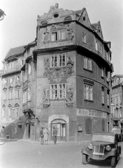 "Praha Neznámá on Twitter: ""Hotel Clementin v roce 1955 Foto: FORTEPAN / SZENT-TAMÁSI MIHÁLY https://t.co/NG2uAEXM0Z"""