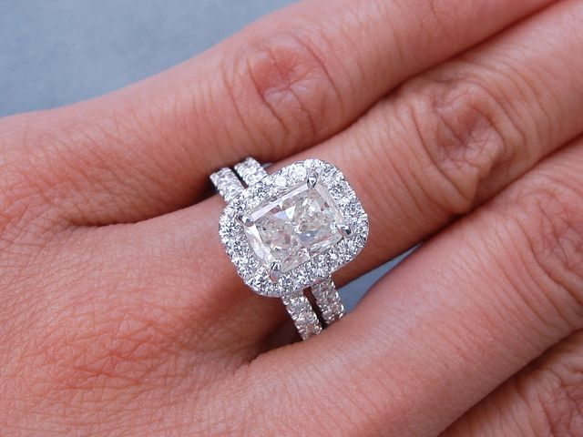 This Is Our Magnificent 3 05 Ctw Cushion Cut Diamond Engagement Ring And Matching Wedding Band Set It Has A Beautiful 2 Ct H Color Si1 Clarity Fracture