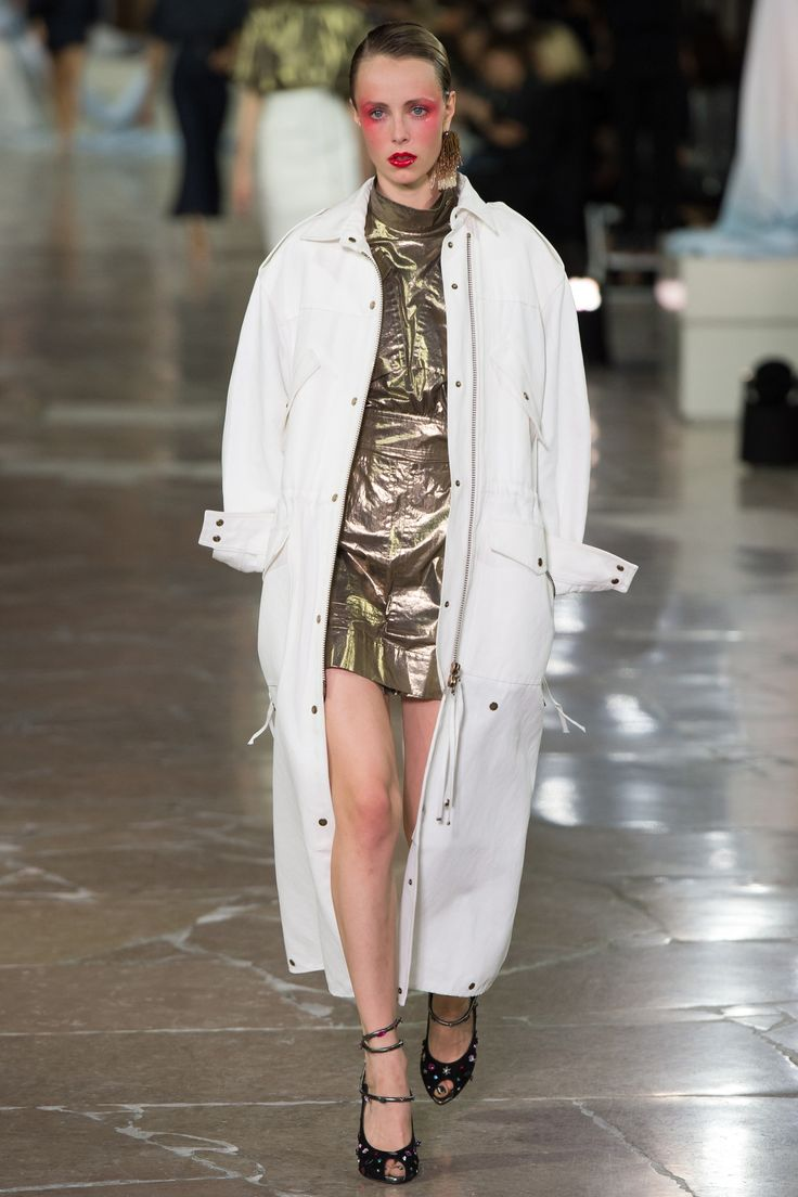 Kenzo Spring 2017 Ready-to-Wear Fashion Show - Edie Campbell (Viva)