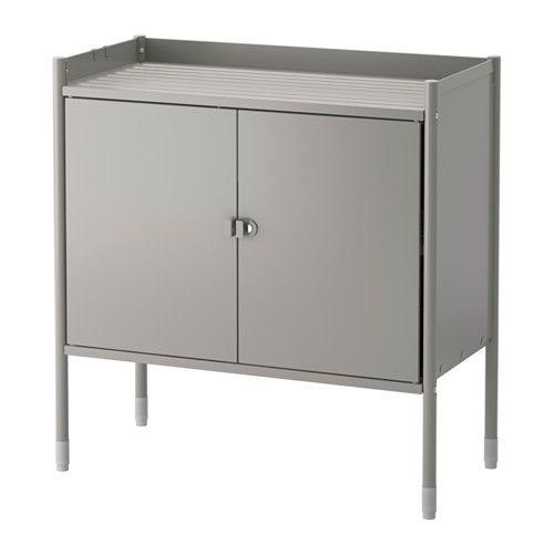 HINDÖ Kast IKEA Voor binnen en buiten. Staat door de verstelbare poten ook stevig op een oneffen vloer.