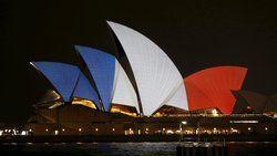 Die Australier zeigen Solidarität: Die Oper in Sydney erstrahlt in Frankreichs Nationalfarben.