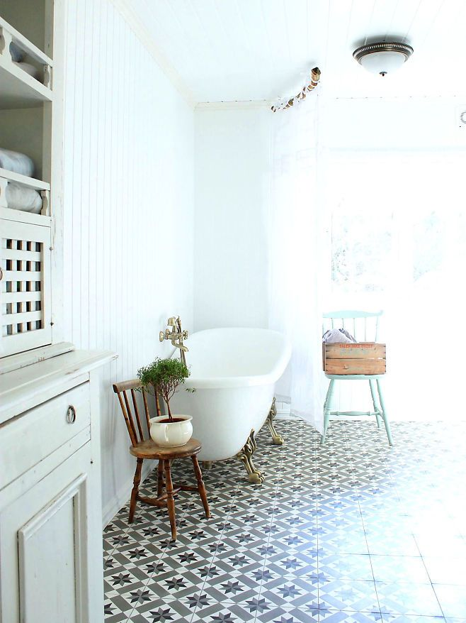 Bor i Astrid Lindgrens verden - VG+: Maroccan tiles in Lisa Marie Stang Jacobsens bathroom. Photo: Stina Andersen