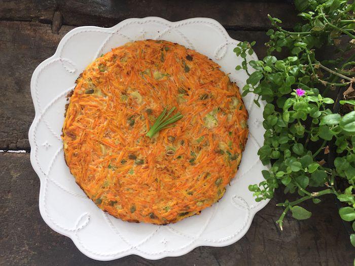 Una de mis tortillas favoritas (junto con la de espinaca) es la tortilla de zanahoria. Las tortillas son una preparación ideal cuanto no estas con mucho tiempo para cocinar, es muy sabrosa y además es una excelente manera de hacer comer verduras a los mañosos. Tortilla de Zanahoria y Apio …