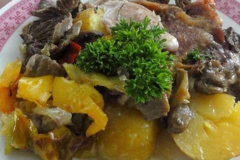 Jak upéct maso s houbami a paprikou | recept