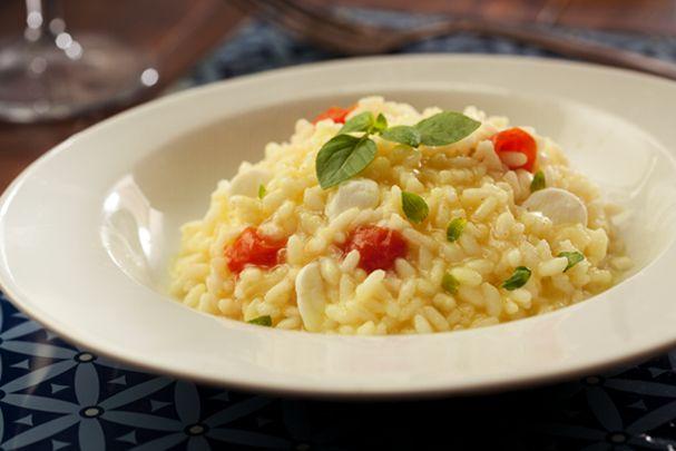 Risoto Caprese: prato leva tomate cereja, manjericão e queijo! Aprenda