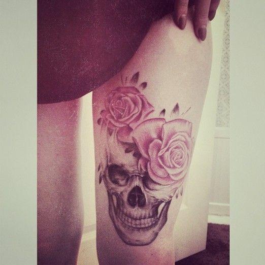 Tête de mort et fleur