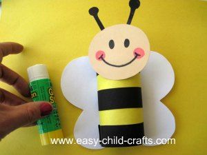 Preschool Spring Crafts, bumblebee out of toilet paper roll, cute and easy!