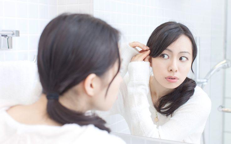 Hoe kun je je wimpers dikker maken? Ga je aan de slag met mascara, of zijn er nog meer manieren om je wimpers er voller en dikker uit te laten zien?
