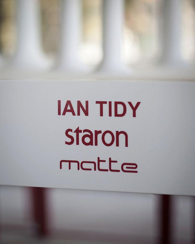 i-reverencia de Ian Tidy - Stgo. Diseño 2013 Material : Staron Proveedor: Matte Chile La propuesta nace a partir del trabajo colaborativo del arquitecto con la empresa Matte Chile, distribudor del producto Staron de Samsung.
