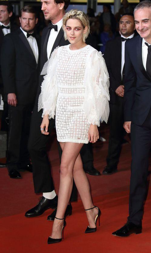 Cannes 2016 - Kristen Stewart in Chanel resort 2017 - Day 7 (montée des marches Personal Shopper)