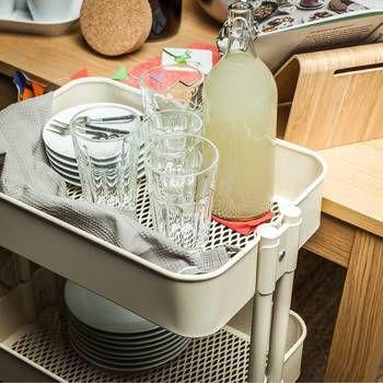 配膳にも使えるので、食器置きにしてみては!? 来客時にも重宝します。