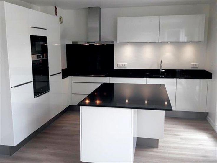 D tails d 39 une r alisation cuisine brillant design moderne cuisines showroom cuisine - Cuisine noir brillant ...