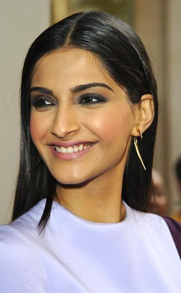 Sonam Kapoor's makeup