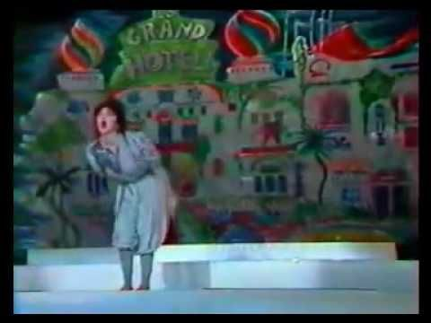 Kate Bush - Suspended In Gaffa - 1982 Live TV France