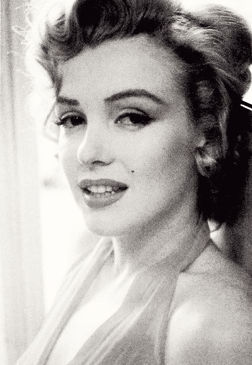 Marilyn Monroe Photographed by Philippe Halsman , 1952 .